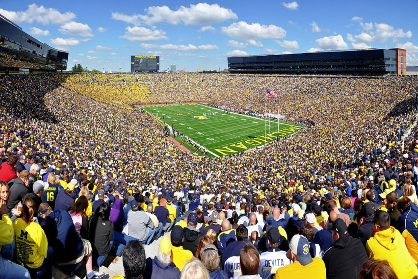 1024px-Michigan_Stadium_2011